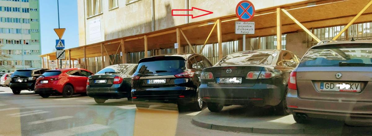 Policjanci powinni dawać przykład. Pozytywny. Pod komendą w Gdyni chyba go zabrakło.