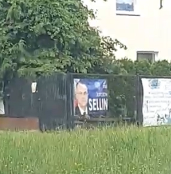 Wybory dawno za nami, ale niektórzy kandydaci zapomnieli ściągnąć swoje plakaty.