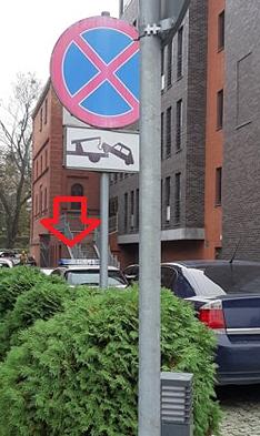 Fatalny przykład. Radiowóz drogówki za znakiem B36. Pod sądem.