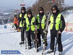 Włochy to idealny kraj do jazdy na nartach. Narty to również ryzyka. Polscy policjanci pilnują bezpieczeństwa na stokach.