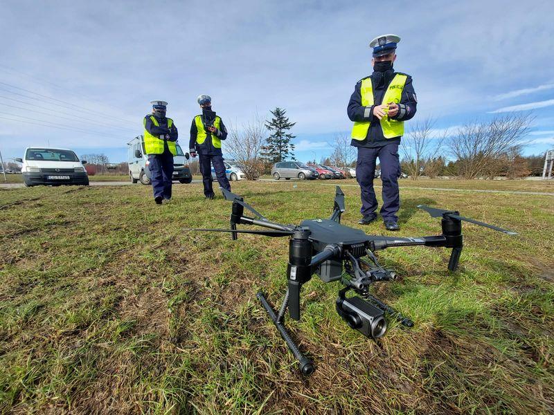 Policyjny dron postrachem pieszych