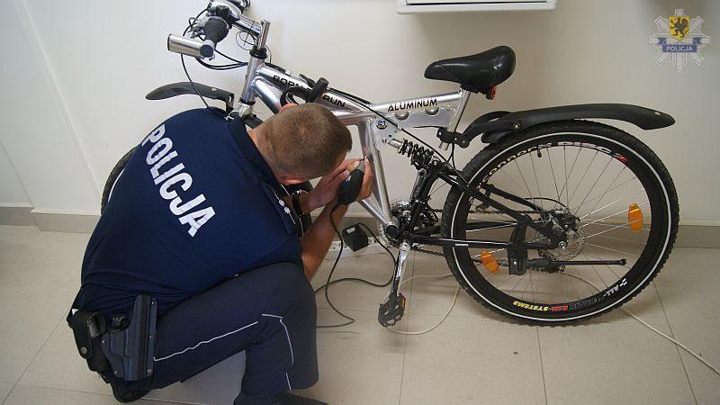 Policjanci odnotowują więcej kradzieży rowerów